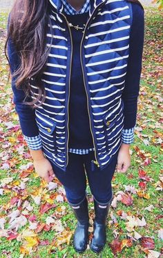 kailynamandalee: pulitzerprepster: Love love love this outfit navy on navy. So cute!