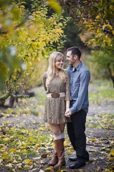 Sweet engagement session from rusticweddingchic.com