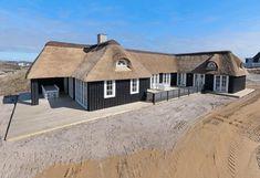 Luksuriøst feriehus i Søndervig med spa, sauna og til havet - 100m, Spa, Cabin, House Styles, Home Decor, Terrace, Vacations, Traveling, Homemade Home Decor