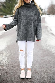 45 Adorable Oversized White Sweaters With Jeans, Velvet and winters have an extremely deep connection which can't be removed. A gorgeous floral scarf made from fine chiffon is an elegant little addit. White Oversized Sweater, White Sweaters, Inspiration Mode, Fashion Inspiration, Casual Wear, Casual Outfits, Look Rose, Neutral Outfit, Pink Sneakers