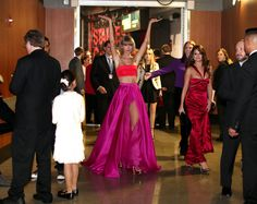 Taylor Swift -classy at the Grammys Stage