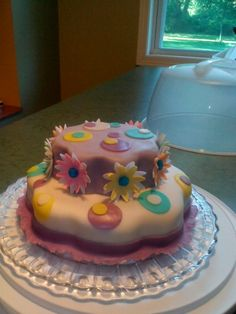 Daisies and dots cake