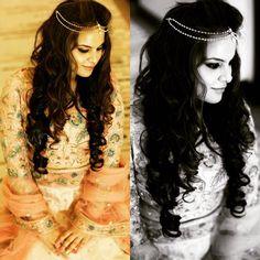 Got a chance to doll up my cute little cousin for her engagement..... #anjumbhardwajmakeup #indianwedding #indianbride #engagementmakeup #smokeyeyes #kohleyes #peachblush #falselashes #wingedliner #peachlips #highlightingandcontouring #subtlemakeup #softcurls #beadedheadband #indianbride #indianjewellery #peachdress #candidweddingphotography #brideportraits #dreamgirl #pretty #makeupartist #makeupartistcommunity #lovemyjob  http://ift.tt/1r2ISvM by anjumbhardwajmakeup