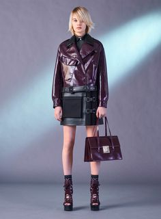 See all the Collection photos from Versace Autumn/Winter 2017 Pre-Fall now on British Vogue Live Fashion, Fashion Week, Fashion 2017, Runway Fashion, Fashion Show, Womens Fashion, Purple Fashion, Versace Fashion, Couture Fashion