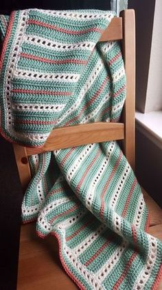 [Free Pattern] Incredibly Elegant Crochet Baby Blanket - Thin strips of white and red make this crochet baby blanket an intricate beauty