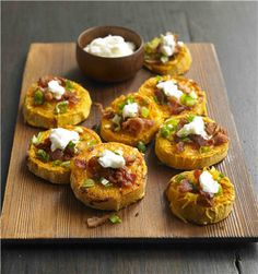 Biggest Loser Sweet Potato Skins - these look yum yum minus sour cream Healthy Cooking, Healthy Snacks, Healthy Eating, Cooking Recipes, Healthy Recipes, Drink Recipes, Cookbook Recipes, Stay Healthy, Lunch Recipes