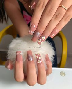 Ideias de unhas com Glitter para você arrasar Classy Nails, Stylish Nails, Cute Nails, Summer Acrylic Nails, Best Acrylic Nails, Nail Manicure, Gel Nails, Romantic Nails, Nail Art Designs Videos