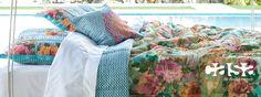 Tons intensos, vida livre e leve, e pés no chão! Deem uma olhada na coleção de verão da Casa...