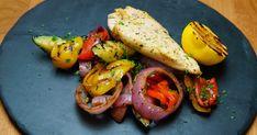 Recette de poitrine de poulet au yogourt | Foodlavie | coupdepouce.com Shrimp, Nom Nom, Tacos, Mexican, Chicken, Meat, Ethnic Recipes, Saint Jacques, Food