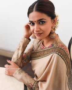 Looking for cotton saree blouse designs? Here are our picks of stylish patterns, chic front neck, & back neck designs you can try with cotton saree blouse! Cotton Saree Blouse Designs, Fancy Blouse Designs, Most Beautiful Indian Actress, Beautiful Actresses, Saree Photoshoot, Ethnic Looks, Indian Jewellery Design, Jewellery Designs, Stylish Sarees