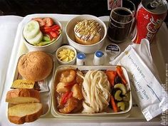 Airline catering * the world's largest website about airline catering, inflight meals and special meals Retro Recipes, Gourmet Recipes, Great Recipes, Cute Food, Good Food, Yummy Food, Airport Food, Space Food, Airline Meal