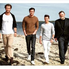 Its just some normal size hot men walking. Ooh then there is Chris Hemsworth who is massive and then a tiny tom holland!