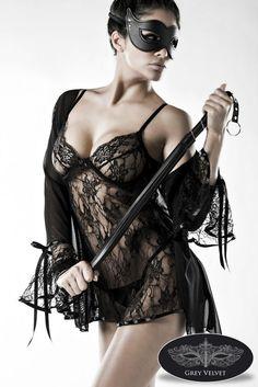 - exklusives, vierteiliges Negligé-Set - wunderschönes Negligé aus Spitze  - angenehm auf der Haut zu tragen  - verführerischer Morgenmantel - aus leichtem, transparentem...