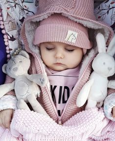 Baby clothes should be selected according to what? How to wash baby clothes? What should be considered when choosing baby clothes in shopping? Baby clothes should be selected according to … Cute Baby Boy, Cute Little Baby, Baby Kind, Cute Baby Clothes, Little Babies, Cute Kids, Adorable Babies, Cute Baby Videos, Cute Baby Pictures