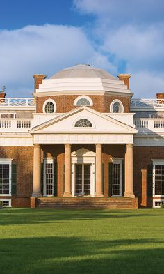 Tips for what to see and do at Thomas Jefferson's Monticello in Charlottesville, VA. Monticello Thomas Jefferson, Monticello Virginia, Charlottesville Va, University Of Virginia, Boston University, Maine House, Virtual Tour, Historical Sites, Places To Go