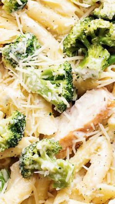 food recipies Three Cheese Chicken Broccoli Alfredo ~ Delicious homemade three cheese alfredo gets tossed with pasta, broccoli and chicken. It is quick and easy and out of this world g Homemade Alfredo, Homemade Pasta, Good Food, Yummy Food, Tasty, Cooking Recipes, Healthy Recipes, Budget Recipes, Drink Recipes