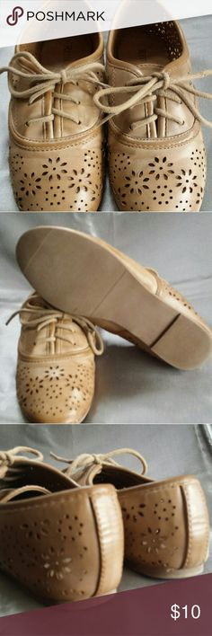Restricted Kids Shoes Size 1 One pair of Restricted Kids. Size One, Narrow. Clean not used much as I hope you can see in pictures. These are a narrow shoe in excellent condition Tan in color Thanks For Looking. .. Restricted Shoes Dress Shoes