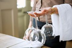 How to Clean Expensive Wine Glasses Sa Pa, Fancy Wine Glasses, Keto Wine, Joanna Gaines Decor, Wine Tasting Notes, Wine Baskets, Sparkling Clean, Wine Drinks, Wine Decanter