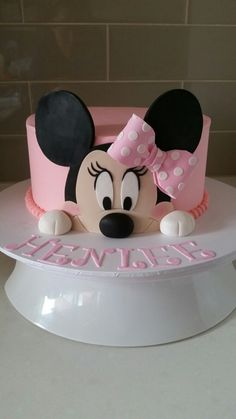 Buttercream Minnie mouse cake - formy home Minni Mouse Cake, Bolo Do Mickey Mouse, Mickey And Minnie Cake, Bolo Minnie, Mickey Cakes, Mini Mouse Birthday Cake, 3rd Birthday Cakes, Mickey Mouse Birthday, Mini Mouse Cupcakes