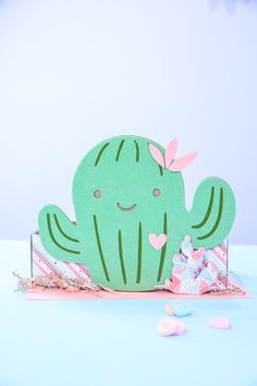 Make a cactus Valentine box and cactus Valentine card with Cricut Maker! Don't miss the video! Watch Kim Byers for more Valentine crafts! Valentine Day Boxes, Valentines Day Party, Valentine Day Crafts, Printable Valentine, Homemade Valentines, Valentine Wreath, Valentine Ideas, Valentines Games, Unicorn Valentine
