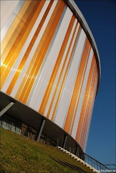4. Het Omnisport is ook een mooi voorbeeld van architectuur in Apeldoorn. Het is in 2008 gebouwd en het is een multifunctioneel sportcomplex. Hierdoor is Apeldoorn ook meer op de kaart gezet en daarom is dit voor mij de nummer 4.
