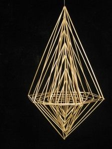 Himmeli Diy Interior Accessories, Scandinavian Christmas, Christmas Crafts, Crafts To Make, Arts And Crafts, Straw Decorations, Pictures On String, Straw Art, Geometric Shapes