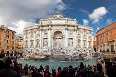 https://flic.kr/p/9mTJFc   Tourists at the Trevi Fountain   A panorama of the Trevi Fountain, including all the tourists of course...  I was trying to fit everything into 1 frame but it was just too big so I decided to create a panorama instead. The stitching is not 100% perfect but it works for me!  Rome, Italy