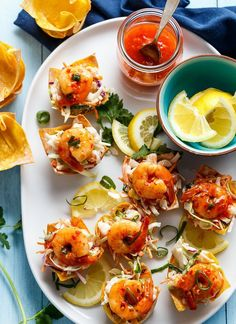 GARLIC PRAWN (SHRIMP) SALAD WONTON CUPS http://recipes-only.com/garlic-prawn-shrimp-salad-wonton-cups/