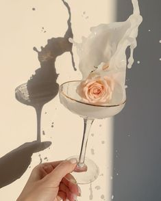 Cream Aesthetic, Gold Aesthetic, Flower Aesthetic, Aesthetic Photo, Aesthetic Pictures, Aesthetic Pastel Wallpaper, Aesthetic Wallpapers, Fancy Drinks, Wall Collage