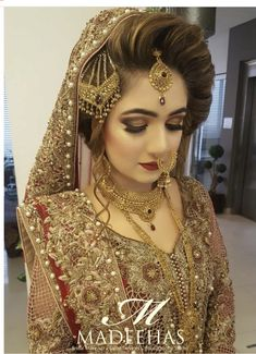 Pakistani Bridal Fashion Trends 2018 are all here for you. Have a look to the collection of Latest Pakistani Bridal Hairstyles Pakistani Bridal Hairstyles, Bridal Hairstyle Indian Wedding, Pakistani Bridal Makeup, Bridal Mehndi Dresses, Desi Wedding Dresses, Bride Hairstyles, Bridal Outfits, Engagement Hairstyles, Pakistani Couture