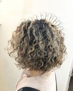 Curly Hair Cuts, Curly Hair Styles, Curly Highlights, Hear Style, Short Curly Bob, Wavy Bobs, Bob Styles, Perm, Bob Hairstyles