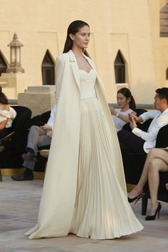 Ashi Studio Spring Summer 2018 Ready to Wear Collection Couture Fashion, Runway Fashion, High Fashion, Ashi Studio, Fancy Gowns, Bridal Gowns, Wedding Dresses, Beautiful Gowns, Pulls
