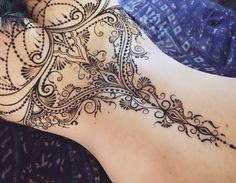 """980 Likes, 11 Comments - The Art of Mehndi&Erotic Henna (@ginkas_arts) on Instagram: """"Закрутила-завертела, главное повторить с другой стороны⚜️ Долго, дорого, индивидуально…"""""""