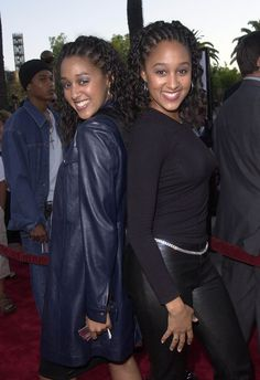"Tamera Mowry Photos - Los Angeles premiere of ""Nutty Professor II: The Klumps"". - ""Nutty Professor II: The Klumps"" LA Premiere Tia And Tamera Mowry, Poetic Justice Braids, Keyshia Cole, Angela Simmons, 90s Hairstyles, Brazilian Body Wave, Keke Palmer, Iconic Women, Naomi Campbell"