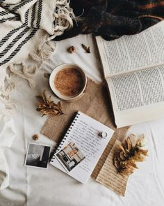 Must-Read Books to Curl Up With This Fall Season - You Won't Be Able to Resist Curling Up With These Fall Reads - Photos Autumn Aesthetic, Book Aesthetic, Flat Lay Photography, Book Photography, Flatlay Instagram, Book Flatlay, Coffee And Books, Jolie Photo, Fall Season