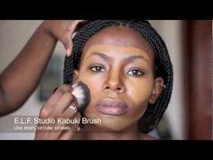 Maquillaje con bases de maquillajes fluidas para pieles negras,segun el tono de su color de la piel y su forma de aplicacion..
