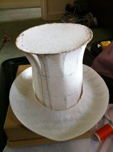 """How to"" make a size top hat Make the brim former. Get a polystyrene ring, cut out segments then glue it together to create an oval. Make sure it sits more or less comfortably on your head. Don't forget that as this is… Viktorianischer Steampunk, Steampunk Costume, Mad Hatter Party, Mad Hatter Tea, Mad Hatters, 3d Templates, Hat Tutorial, Diy Tops, Crazy Hats"