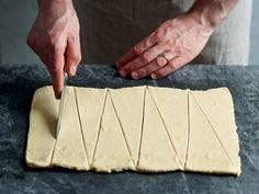 Croissant, Food, Hungary, Essen, Crescent Roll, Meals, Crescent Rolls, Yemek, Breakfast Croissant