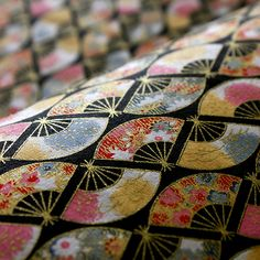 This is the Japanese paper of a small fan pattern of Japan, and calls it YUZEN Japanese paper. It has many things which used the handle of the Japanese kimono as Japanese paper.