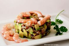 Timbal de aguacate con langostinos
