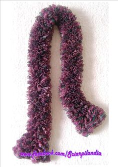Shaded wineberry red and dark green scarf with black trimming, 79% acrylic and 21% polyester, 125 x 9 cm    [If you're interested in this item, join my Fb page Scarfland (www.facebook.com/Sciarpilandia) and send me a private message or write me an e-mail at the address sciarpilandia_scarfland@hotmail.com!]
