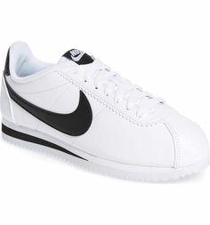 Nike 'Classic Cortez' Sneaker- black& white