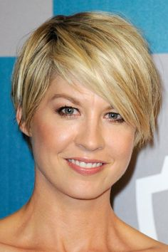 19 Sexy Short Hairstyle Ideas: Celebrities with Short Hair: Jenna Elfman