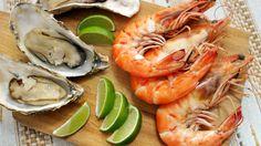 Praia já faz lembrar o gostinho de peixes frutos do mar, não é? Florianópolis, ou a ilha da magia é especialista em servir frutos do mar e bons peixes, que além de abundantes são sempre super frescos! Confira nesse post nossas super dicas!