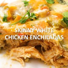 Our Skinny White Chicken Enchiladas are rich and creamy, but skip the high fat and calorie content of traditional creamy enchiladas! Click the video for the full recipe. Bbq Pitmasters, Texas Chili, Clean Eating Snacks, Healthy Eating, Healthy Drinks, Enchiladas Healthy, Recipe For Chicken Enchiladas, Skinny Enchiladas, Mexican Food Recipes