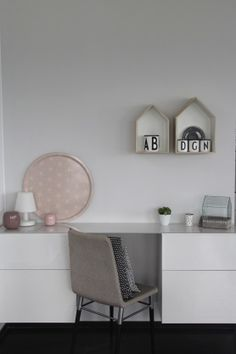 DIY-Design-Schreibtisch aus IKEA Schränken - Mein 1. Bild!!! von BelovedHome