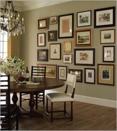Home Decoration Boho Dining Room- Gallery wall love the mix of wood and metal frames.Home Decoration Boho Dining Room- Gallery wall love the mix of wood and metal frames Home Goods Decor, Traditional Interior, Modern Traditional, Dining Room Design, Dinning Room Paint Ideas, Dining Area, Family Room Design, Design Room, Round Dining