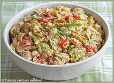 In Finnish Tuna Fish Recipes, Salad Recipes, Easy Delicious Recipes, Healthy Recipes, I Love Food, Good Food, Food C, Avocado Salat, Salads