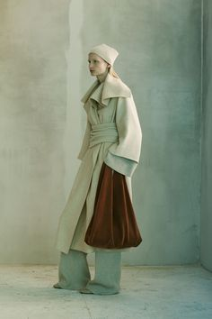 The Row Pre-Fall 2016 Fashion Show Collection: See the complete The Row Pre-Fall 2016 collection. Look 5 Fashion News, Fashion Art, Fashion Show, Fashion Design, Fashion Trends, Live Fashion, Runway Fashion, Style Fashion, Fashion Outfits