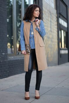 Polished whimsy in leather leggings, chambray shirt, long vest and leopard print clutch Minimalist Fashion Women, Office Fashion Women, Womens Fashion For Work, Everyday Fashion, Fall Fashion Outfits, Fall Fashion Trends, Western Outfits, Trends 2018, Long Vest Outfit